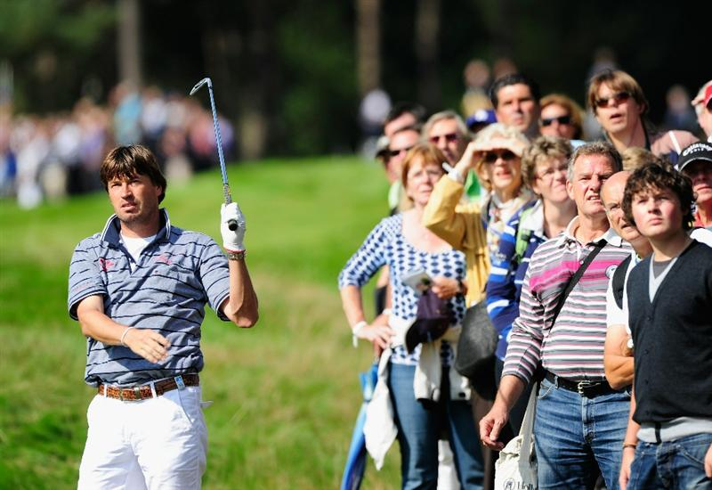 HILVERSUM, NETHERLANDS - SEPTEMBER 09:  Robert - Jan Derksen of  The Netherlands plays his approach shot on the sixth hole during the first round of  The KLM Open Golf at The Hillversumsche Golf Club on September 9, 2010 in Hilversum, Netherlands  (Photo by Stuart Franklin/Getty Images)