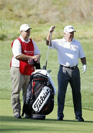POTOMAC, MD - OCTOBER 10:  Mark O'Meara pulls a club from his bag on the second hole during the final round of the Constellation Energy Senior Players Championship held at TPC Potomac at Avenel Farm on October 10, 2010 in Potomac, Maryland.  (Photo by Michael Cohen/Getty Images)