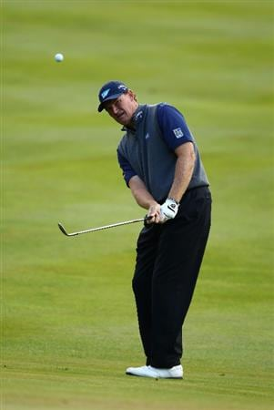 VIRGINIA WATER, ENGLAND - MAY 26:  Ernie Els of South Africa chips onto the 17th green during the first round of the BMW PGA Championship at Wentworth Club on May 26, 2011 in Virginia Water, England.  (Photo by Richard Heathcote/Getty Images)
