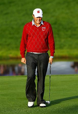 NEWPORT, WALES - OCTOBER 03:  Jeff Overton of the USA reacts to a missed putt on the 18th green during the Fourball & Foursome Matches during the 2010 Ryder Cup at the Celtic Manor Resort on October 3, 2010 in Newport, Wales.  (Photo by Sam Greenwood/Getty Images)