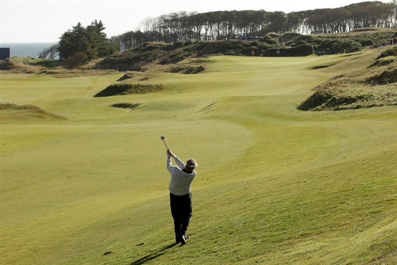 KINGSBARNS, SCOTLAND - OCTOBER 07:  Colin Montgomerie of Scotland plays to the seventh green during the first round of The Alfred Dunhill Links Championship at Kingsbarns Golf Links on October 7, 2010 in Kingsbarns, Scotland.  (Photo by Andrew Redington/Getty Images)