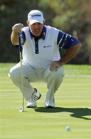 LA QUINTA, CA - JANUARY 20:  Boo Weekley lines up a putt on the 15th green during the second round of the Bob Hope Classic at the Nicklaus Private course at PGA West on January 20, 2011 in La Quinta, California.  (Photo by Jeff Gross/Getty Images)