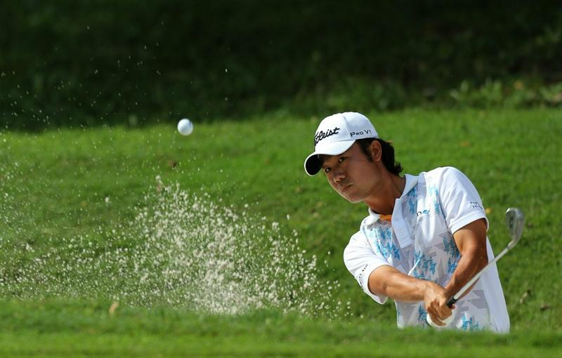KUALA LUMPUR, MALAYSIA - OCTOBER 31: Kevin Na of USA hits out of the bunker on the 3rd hole during day four of the CIMB Asia Pacific Classic at The MINES Resort & Golf Club on October 31, 2010 in Kuala Lumpur, Malaysia. (Photo by Stanley Chou/Getty Images)