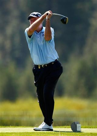 SUNRIVER, OR - AUGUST 20:  Allen Doyle tees off on the 8th hole during the first round of the Jeld-Wen Tradition on August 20, 2009 at Crosswater Club at Sunriver Resort in Sunriver, Oregon.  (Photo by Jonathan Ferrey/Getty Images)