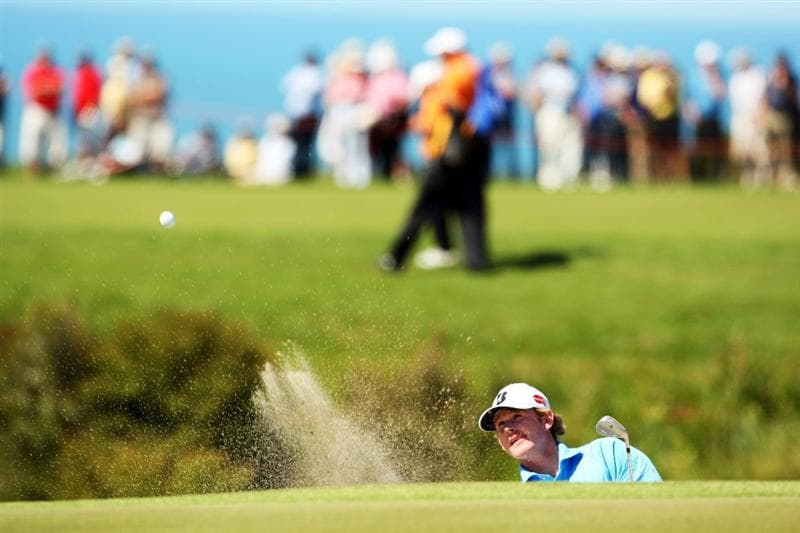 NAPIER, NEW ZEALAND - OCTOBER 28:  Brandt Snedeker of the USA plays out of a bunker onto the 10th green during The Kiwi Challenge at Cape Kidnappers on October 28, 2008 in Napier, New Zealand.  (Photo by Phil Walter/Getty Images)