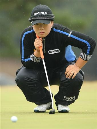 SHIMA, JAPAN - NOVEMBER 08:  Shin Ji-Yai of South Korea lines up a putt on the 4th green during the second round of 2008 Mizuno Classic at Kintetsu Kashikojima Country Club on November 8, 2008 in Shima, Mie, Japan.  (Photo by Koichi Kamoshida/Getty Images)