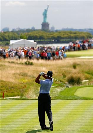 JERSEY CITY, NJ - AUGUST 27:  Tiger Woods tees off the second hole during round one at The Barclays on August 27, 2009 at Liberty National in Jersey City, New Jersey.  (Photo by Kevin C. Cox/Getty Images)