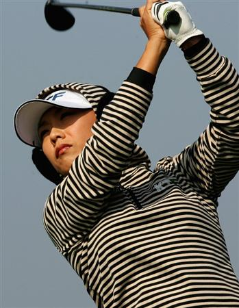 INCHEON, SOUTH KOREA - NOVEMBER 01:  Mi-Hyun Kim of South Korea hits her tee shot on the 8th hole during round two of the Hana Bank KOLON Championship at Sky72 Golf Club on November 1, 2008 in Incheon, South Korea.  (Photo by Chung Sung-Jun/Getty Images)