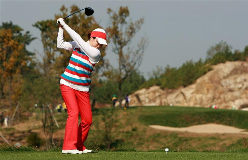 INCHEON, SOUTH KOREA - OCTOBER 31:  Ahn Shi-Hyun of South Korea hits a tee shot on the second hole during the 2010 LPGA Hana Bank Championship at Sky 72 Golf Club on October 31, 2010 in Incheon, South Korea.  (Photo by Chung Sung-Jun/Getty Images)