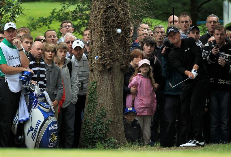 VIRGINIA WATER, ENGLAND - MAY 28:  Luke Donald of England hits his 3rd shot on the 4th hole during the third round of the BMW PGA Championship at the Wentworth Club on May 28, 2011 in Virginia Water, England.  (Photo by David Cannon/Getty Images)