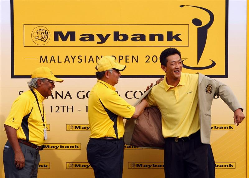 KUALA LUMPUR, MALAYSIA - FEBRUARY 15:  Anthony Kang of USA is presented the winners jacket after winning the Final round of the 2009 Maybank Malaysian Open at Saujana Golf and Country Club on February 15, 2009 in Kuala Lumpur, Malaysia.  (Photo by Ian Walton/Getty Images)