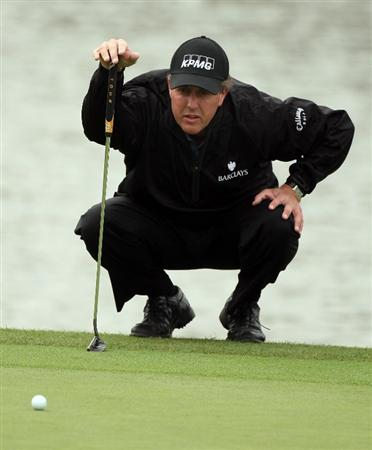 SHANGHAI, CHINA - NOVEMBER 10: Phil Mickelson of the US on the 9th green during the final round of the HSBC Champions at Sheshan Golf Club on November 10, 2008 in Shanghai, China. (Photo by Ross Kinnaird/Getty Images)