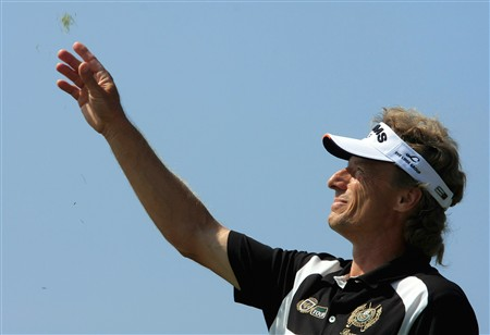 TROON, UNITED KINGDOM - JULY 27:  Bernhard Langer of Germany tests the wind strength on  the 1st tee during the final round of the Senior Open Championship at Royal Troon on July 27, 2008 in Troon, Scotland  (Photo by Phil Inglis/Getty Images)