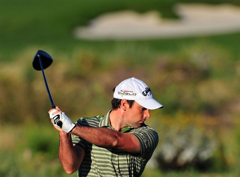 MARANA, AZ - FEBRUARY 25:  Oliver Wilson of England hits his tee shot on the second hole during the first round of the Accenture Match Play Championship at the Ritz-Carlton Golf Club at Dove Mountain on February 25, 2009 in Marana, Arizona.  (Photo by Stuart Franklin/Getty Images)