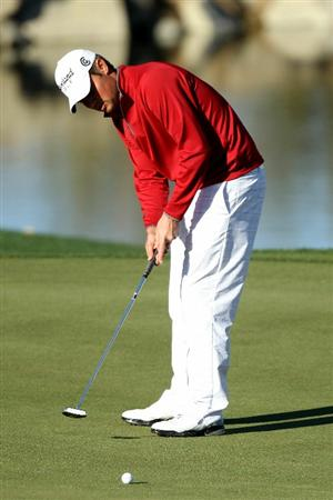 MARANA, AZ - FEBRUARY 23:  Jeff Overton putts  on the third hole during the first round of the Accenture Match Play Championship at the Ritz-Carlton Golf Club on February 23, 2011 in Marana, Arizona.  (Photo by Andy Lyons/Getty Images)
