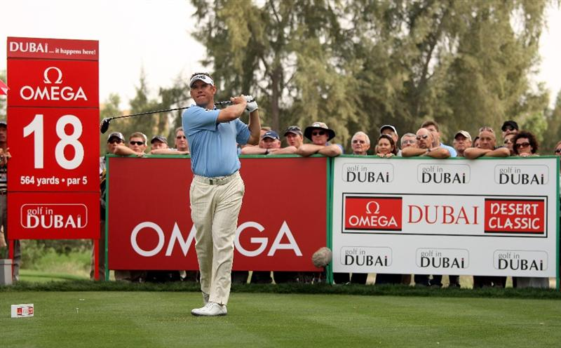 DUBAI, UNITED ARAB EMIRATES - FEBRUARY 05:  Lee Westwood of England hits his tee-shot on the 18th hole during the second round of the Omega Dubai Desert Classic on February 5, 2010 in Dubai, United Arab Emirates.  (Photo by Andrew Redington/Getty Images)
