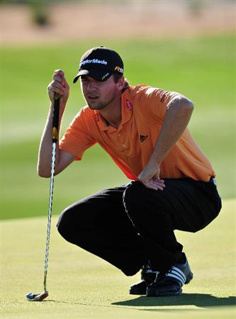 MARANA, AZ - FEBRUARY 28:  Sean O'Hair of USA lines up his putt during the quarter final round of Accenture Match Play Championships at Ritz - Carlton Golf Club at Dove Mountain on February 28, 2009 in Marana, Arizona.  (Photo by Stuart Franklin/Getty Images)