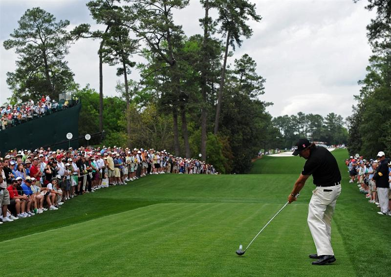 AUGUSTA, GA - APRIL 08:  Phil Mickelson hits his tee shot on the 18th hole during the second round of the 2011 Masters Tournament at Augusta National Golf Club on April 8, 2011 in Augusta, Georgia.  (Photo by Harry How/Getty Images)