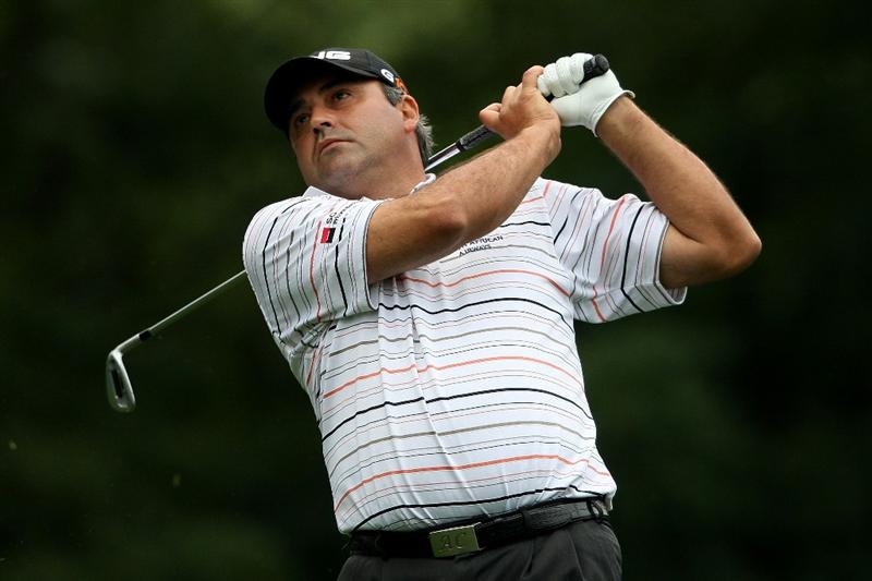 FARMINGDALE, NY - JUNE 19:  Angel Cabrera of Argentina hits his tee shot on the eighth hole during the continuation of the first round of the 109th U.S. Open on the Black Course at Bethpage State Park on June 19, 2009 in Farmingdale, New York.  (Photo by Nick Laham/Getty Images)