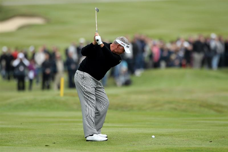 VIRGINIA WATER, ENGLAND - MAY 28:  Darren Clarke of Northern Ireland hits his approach shot on the 15th hole during the third round of the BMW PGA Championship at the Wentworth Club on May 28, 2011 in Virginia Water, England.  (Photo by Warren Little/Getty Images)