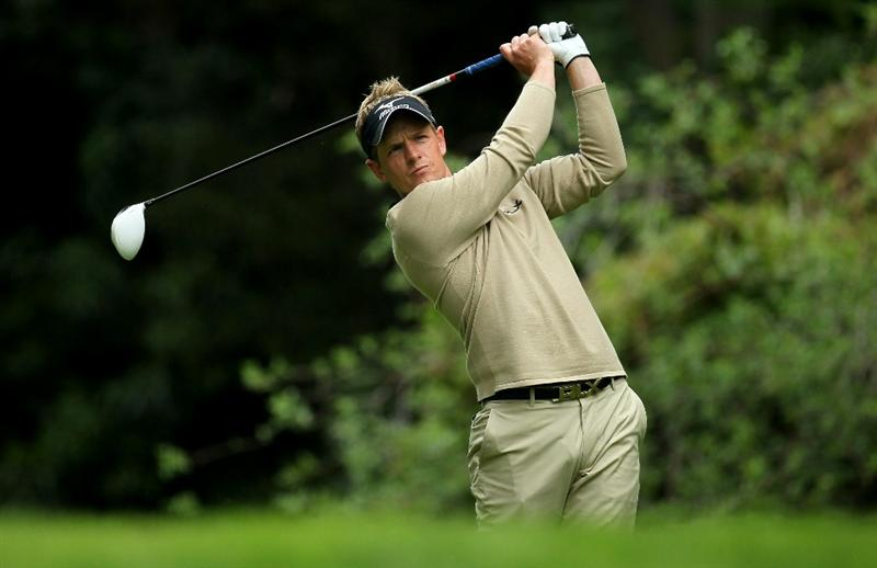 PACIFIC PALISADES, CA - FEBRUARY 18: Luke Donald of England hits his tee shot on the 12th hole during round two of the Northern Trust Open at Riviera Country Club on February 18, 2011 in Pacific Palisades, California.  (Photo by Stephen Dunn/Getty Images)