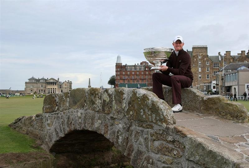 ST ANDREWS, SCOTLAND - OCTOBER 05:  Simon Dyson of England holds the trophy aloft on the Swilken Bridge on the 18th hole after victory at the The Alfred Dunhill Links Championship at The Old Course on October 5, 2009 in St.Andrews, Scotland.  (Photo by David Cannon/Getty Images)