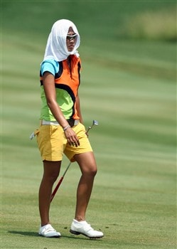 HAVRE DE GRACE, MD - JUNE 08:  Jennifer Rosales of the Phillipines walks to the green at the 1st hole whilst taking relief from the extreme heat with a wet towel during the final round of the 2008 McDonald's LPGA Championship held at Bulle Rock Golf Course, on June 8, 2008 in Havre de Grace, Maryland.  (Photo by David Cannon/Getty Images)
