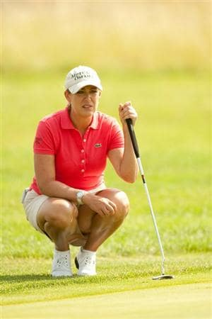 SPRINGFIELD, IL - JUNE 11: Cristie Kerr lines up a putt during the second round of the LPGA State Farm Classic at Panther Creek Country Club on June 11, 2010 in Springfield, Illinois. (Photo by Darren Carroll/Getty Images)