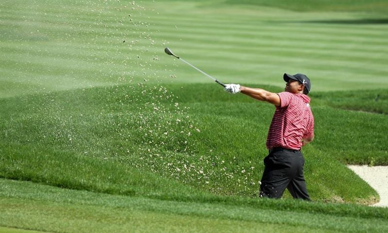 ORLANDO, FL - MARCH 29:  Tiger Woods of the USA plays his third shot at the 4th hole during the final round of the Arnold Palmer Invitational Presented by Mastercard at the Bay Hill Club and Lodge on March 29, 2009 in Orlando, Florida  (Photo by David Cannon/Getty Images)