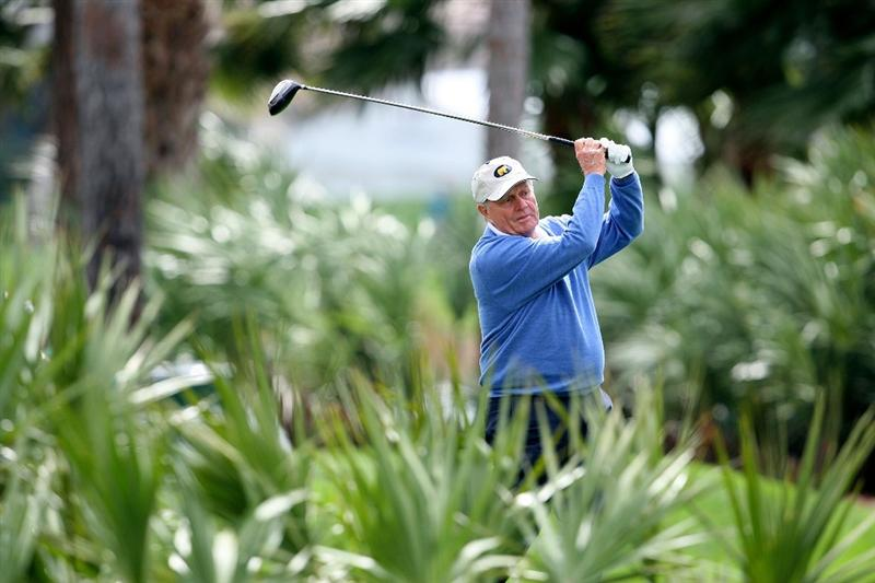 PALM BEACH GARDENS, FL - MARCH 03:  PGA Tour legend Jack Nicklaus hits his tee shot off the second tee during the Honda Classic Kenny G Gold Pro-Am at PGA National Resort And Spa on March 3, 2010 in Palm Beach Gardens, Florida.  (Photo by Doug Benc/Getty Images)