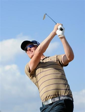 VILLAMOURA, PORTUGAL - OCTOBER 16:  Mikko Ilonen of Finland plays his approach shot on the nineth hole during the third round of the Portugal Masters at the Oceanico Victoria Golf Course on October 16, 2010 in Villamoura, Portugal.  (Photo by Stuart Franklin/Getty Images)