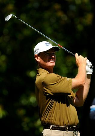 VIRGINIA WATER, ENGLAND - MAY 22:  Ernie Els of South Africa tees off on the 2nd hole during the third round of the BMW PGA Championship on the West Course at Wentworth on May 22, 2010 in Virginia Water, England.  (Photo by Richard Heathcote/Getty Images)