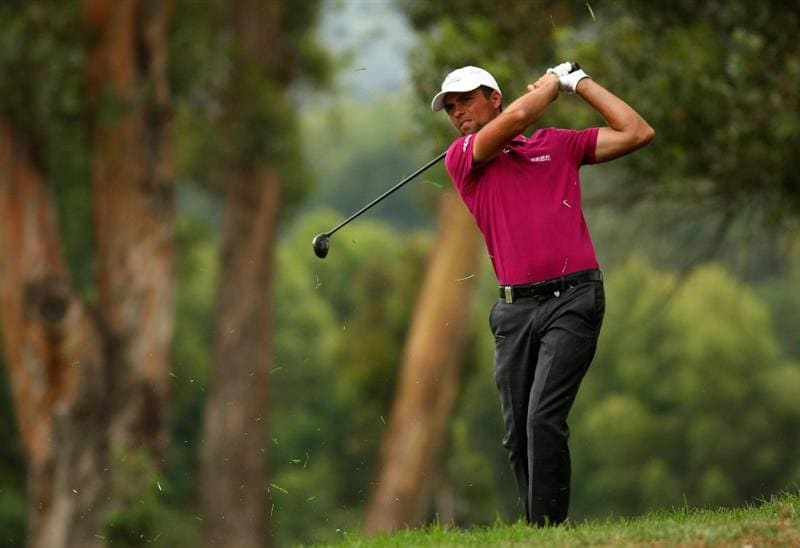JOHANNESBURG, SOUTH AFRICA - JANUARY 08:  Steven Jeppesen of Sweden plays into the 18th green during the first round of the Joburg Open at Royal Johannesburg and Kensington Golf Club on January 8, 2009 in Johannesburg, South Africa.  (Photo by Richard Heathcote/Getty Images)