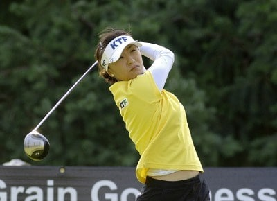 Mi Hyun Kim tees off on the 14th hole during the first round of the Safeway Classic at Columbia-Edgewater Country Club in Portland, Oregon on August 18, 2006.Photo by Al Messerschmidt/WireImage.com