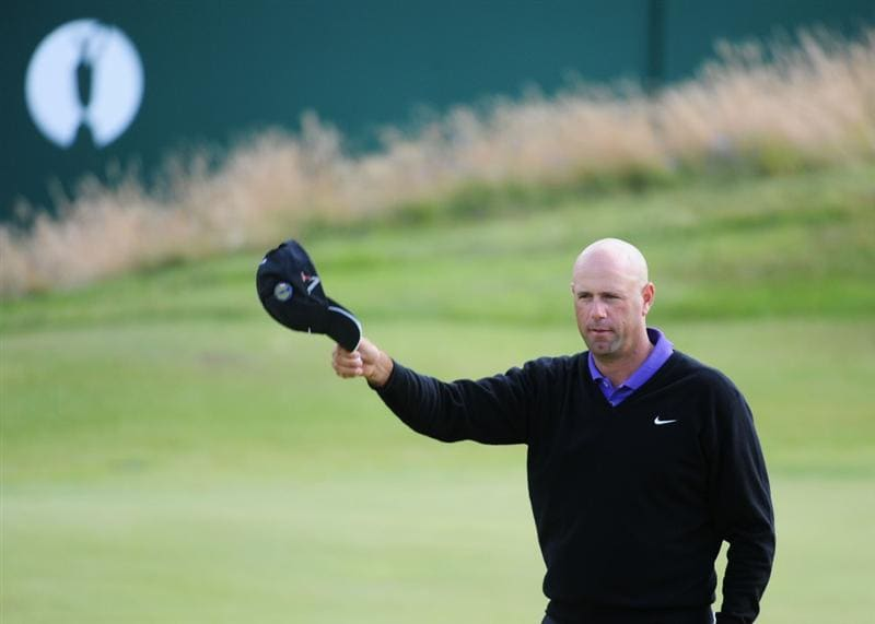 TURNBERRY, SCOTLAND - JULY 18:  Stewart Cink of USA acknowledges the crowd on the 18th green during round three of the 138th Open Championship on the Ailsa Course, Turnberry Golf Club on July 18, 2009 in Turnberry, Scotland.  (Photo by Harry How/Getty Images)