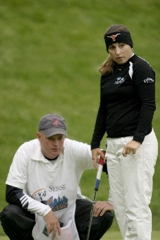 Kelli Kuehne prepares to putt during second-round action at the Sybase Classic at the Wykagyl Country Club in New Rochelle, NY, May 20, 2005.Photo by Patrick Tuohy/WireImage.com