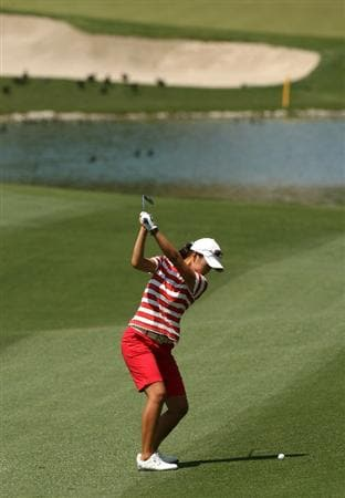 RANCHO MIRAGE, CA - APRIL 02:  Ji Young Oh of South Korea hits her second shot on the sixth hole during the first round of the Kraft Nabisco Championship at Mission Hills Country Club on April 2, 2009 in Rancho Mirage, California.  (Photo by Stephen Dunn/Getty Images)