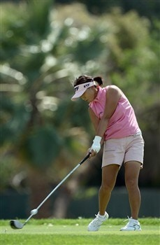 RANCHO MIRAGE, CA - APRIL 5:  Mi Hyun Kim of South Korea hits her tee shot at the sixth hole during the third round of the Kraft Nabisco Championship at the Mission Hills Country Club April 5, 2008 in Rancho Mirage, California.  (Photo by David Cannon/Getty Images)