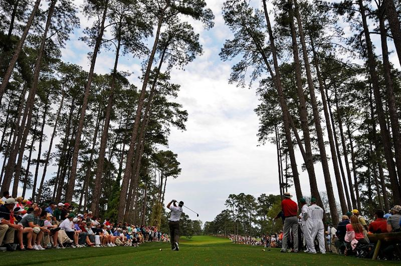 AUGUSTA, GA - APRIL 10:  Kenny Perry hits his tee shot on the 17th hole during the second round of the 2009 Masters Tournament at Augusta National Golf Club on April 10, 2009 in Augusta, Georgia.  (Photo by Harry How/Getty Images)
