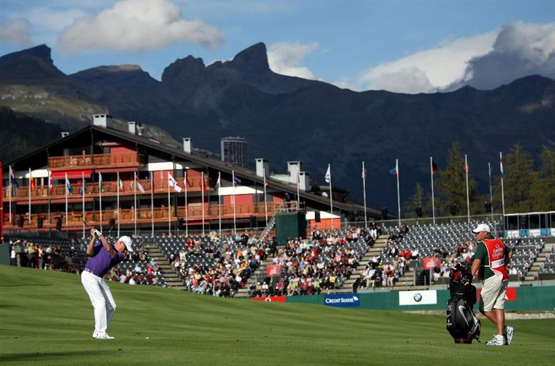CRANS, SWITZERLAND - SEPTEMBER 03:  Simon Dyson of England plays his second shot on the 18th hole during the first round of The Omega European Masters at Crans-Sur-Sierre Golf Club on September 3, 2009 in Crans Montana, Switzerland.  (Photo by Andrew Redington/Getty Images)