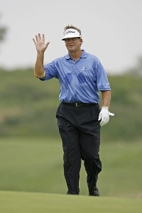 Peter Jacobsen waves to the gallery during the final round of the U.S. Senior Open at Prairie Dunes Country Club in Hutchinson,  Kansas on July 9, 2006.Photo by G. Newman Lowrance/WireImage.com