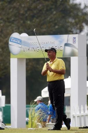 MADISON, MS - OCTOBER 29: Rocco Mediate hits balls on the drving range after first round play was postponed in the Viking Classic at the Annandale Golf Club on October 29, 2009 in  Madison, Mississippi.  (Photo by Dave Martin/Getty Images)
