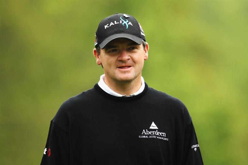 VIRGINIA WATER, ENGLAND - MAY 20:  Paul Lawrie of Scotland lines up his putt on the 1st hole during the first round of the BMW PGA Championship on the West Course at Wentworth on May 20, 2010 in Virginia Water, England.  (Photo by Ian Walton/Getty Images)