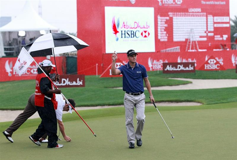 ABU DHABI, UNITED ARAB EMIRATES - JANUARY 21:  Martin Kaymer of Germany on the 18th hole during the second round of the 2011 Abu Dhabi HSBC Golf Championship held at the Abu Dhabi Golf Club on January 21, 2011 in Abu Dhabi, United Arab Emirates.  (Photo by David Cannon/Getty Images)
