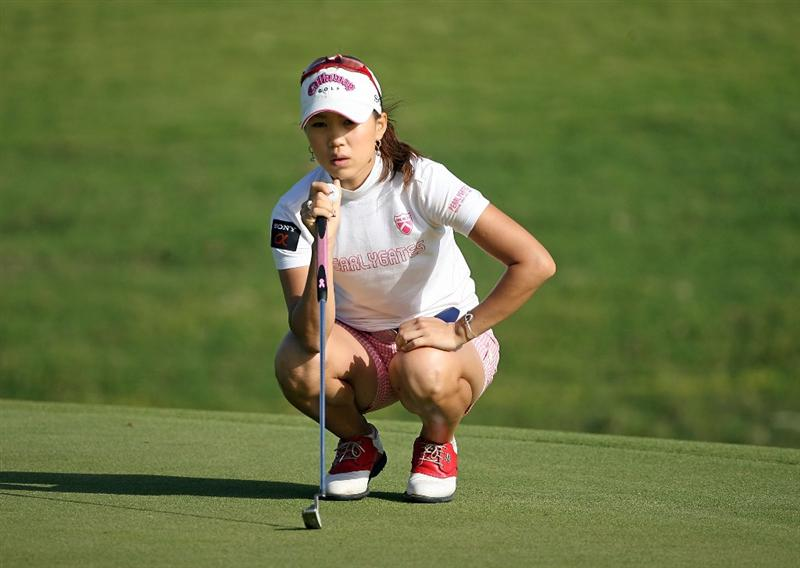 KAHUKU, HI - FEBRUARY 12:  Momoko Ueda of Japan lines up a putt on the 7th hole during the first round of the SBS Open on February 12, 2009  at the Turtle Bay Resort in Kahuku, Hawaii.  (Photo by Andy Lyons/Getty Images)