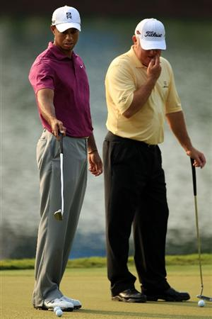 PONTE VEDRA BEACH, FL - MAY 11:  Tiger Woods (L) talks with Mark O'Meara (R) during a practice round prior to the start of THE PLAYERS Championship held at THE PLAYERS Stadium course at TPC Sawgrass on May 11, 2011 in Ponte Vedra Beach, Florida.  (Photo by Streeter Lecka/Getty Images)