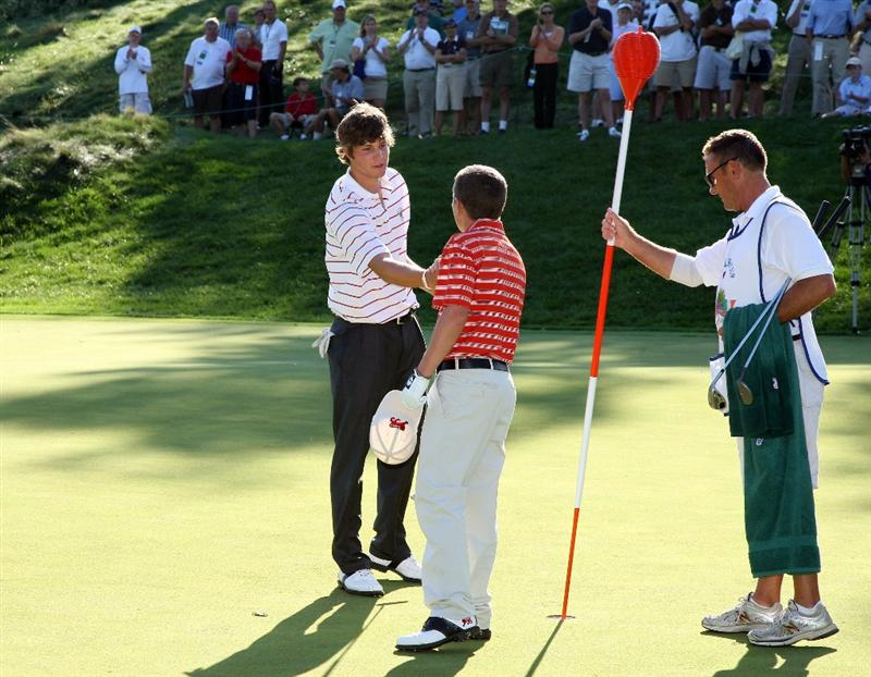 ARDMORE, PA - SEPTEMBER 13:  Peter Uihlein of the USA shakes hands with his opponent Stiggy Hodgson of England and the Great Britain and Ireland Team on the 17th green after winning his match and to secure the vital point for the USA team to clinch victory during the final afternoon singles matches on the East Course at Merion Golf Club on September 13, 2009 in Ardmore, Pennsylvania  (Photo by David Cannon/Getty Images)