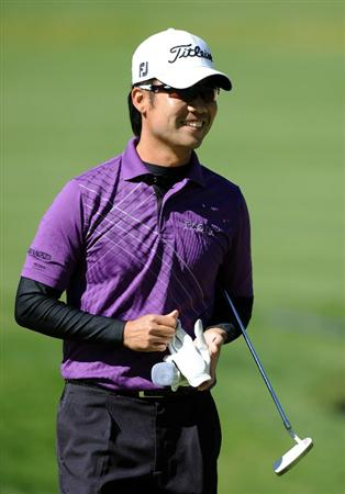 PACIFIC PALISADES, CA - FEBRUARY 20:  Kevin Na reacts to his shot from the bunker on the first hole during the fourth round of the Northern Trust Open at the Riviera Country Club on February 20, 2011 in Pacific Palisades, California.  (Photo by Harry How/Getty Images)