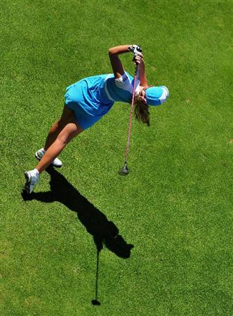 EVIAN-LES-BAINS, FRANCE - JULY 25:  Paula Creamer of USA plays her tee shot on th esixth hole during the third round of the Evian Masters at the Evian Masters Golf Club on July 25, 2009 in Evian-les-Bains, France.  (Photo by Stuart Franklin/Getty Images)