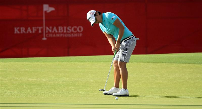 RANCHO MIRAGE, CA - APRIL 02:  Yani Tseng of Taiwan putts on the 18th hole during the third round of the 2011 Kraft Nabisco Championship on the Dinah Shore Championship Course at the Mission Hills Country Club on April 2, 2011 in Rancho Mirage, California.  (Photo by David Cannon/Getty Images)